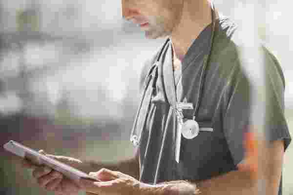 你应该告诉顾客你提高价格是为了支付健康保险吗?