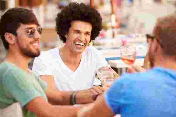 为什么在工作中讲笑话会让你显得更自信